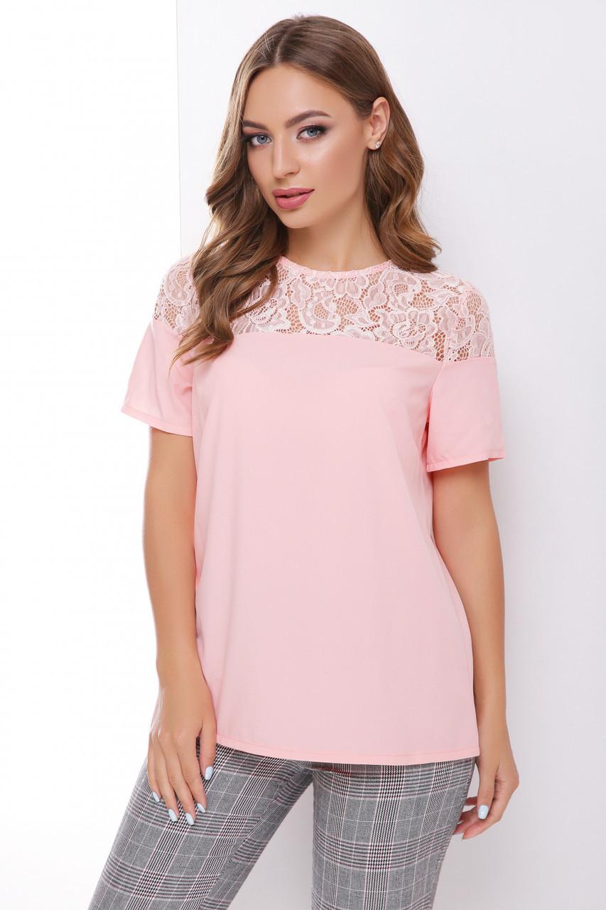 Нарядная блузка с гипюровой вставкой и короткими рукавами цвет пудра