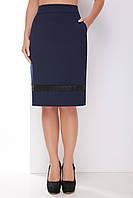 Деловая женская прямая юбка до колен с кружевом темно-синяя