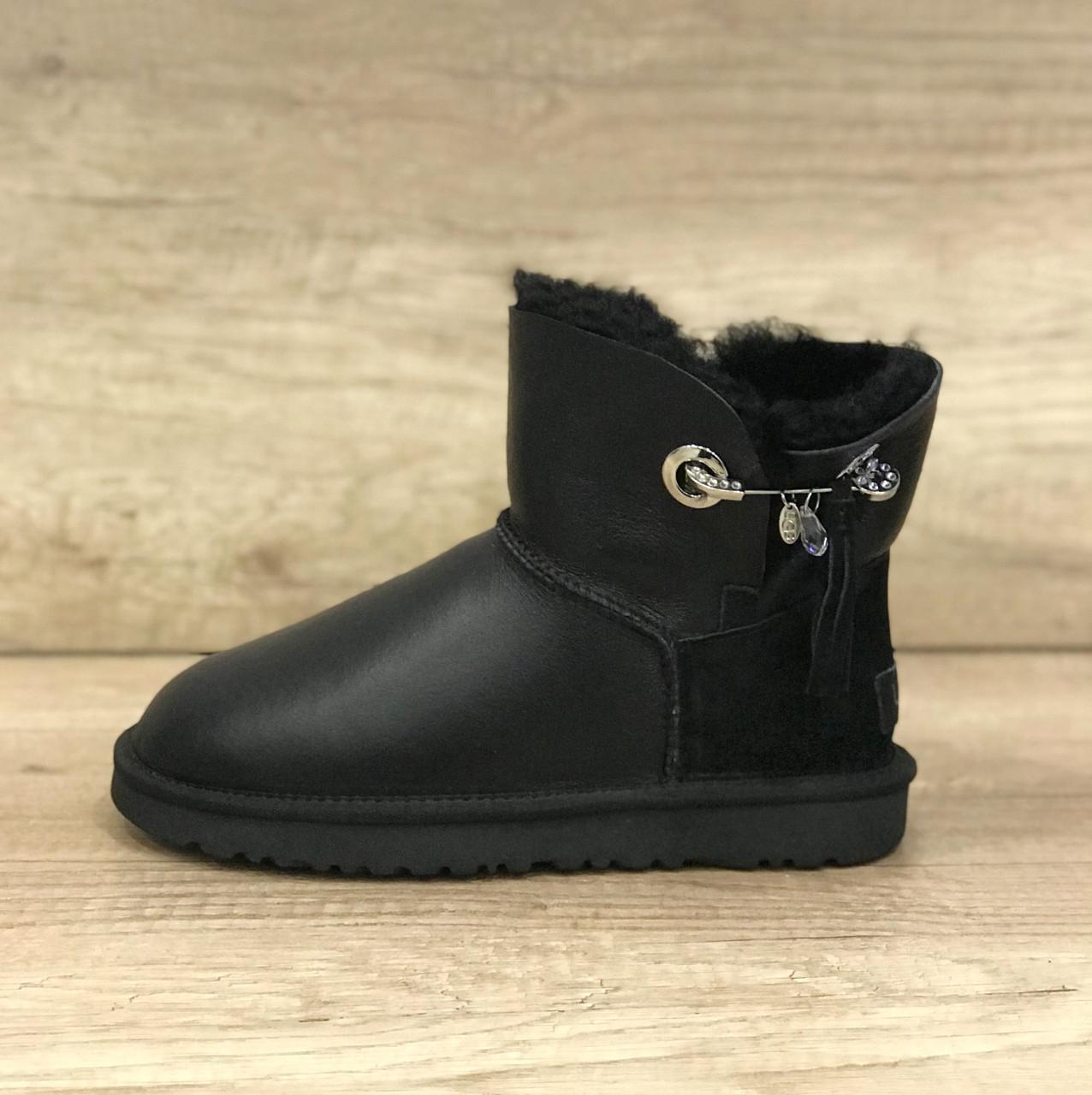 Черные кожанные угги мини с брошью UGG Josey Black Leather