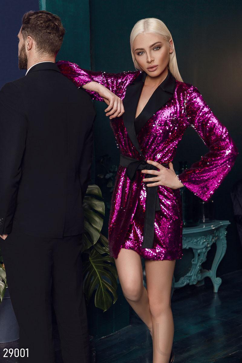 Платье-пиджак малинового цвета с поясом