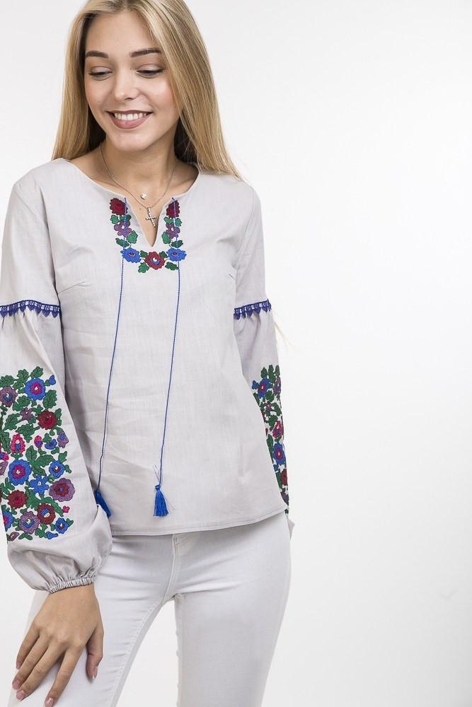 Вышитая женская блузка с красивым орнаментом светло-серая