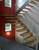 Лестница с стеклянным ограждением, фото 1