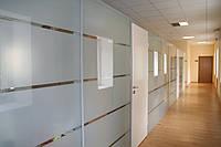 Тонирование стеклянных перегородок в промышленных помещениях