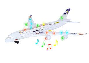 Літак зі світлом та звуком
