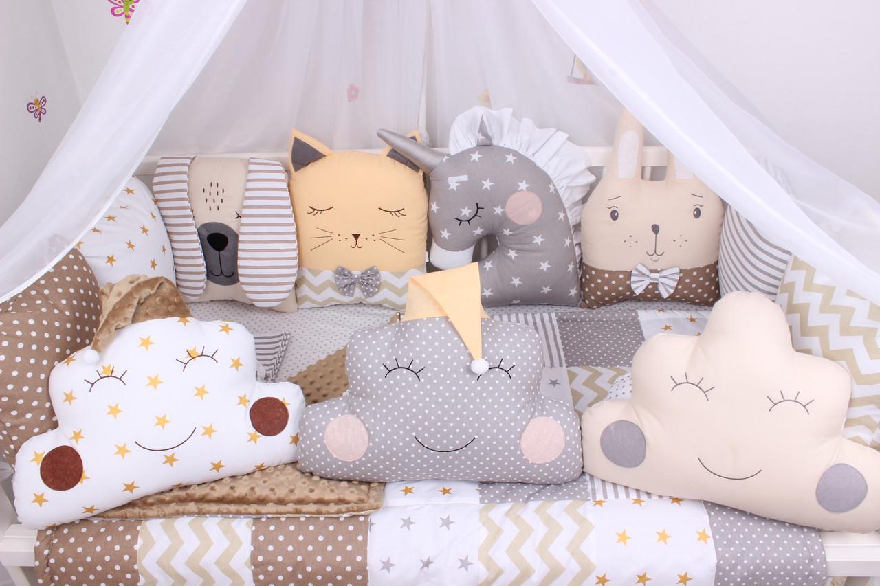 Комплект в кроватку с зверюшками и облачками в бежевых тонах