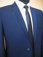 Модный костюм мужской стильный приталенный