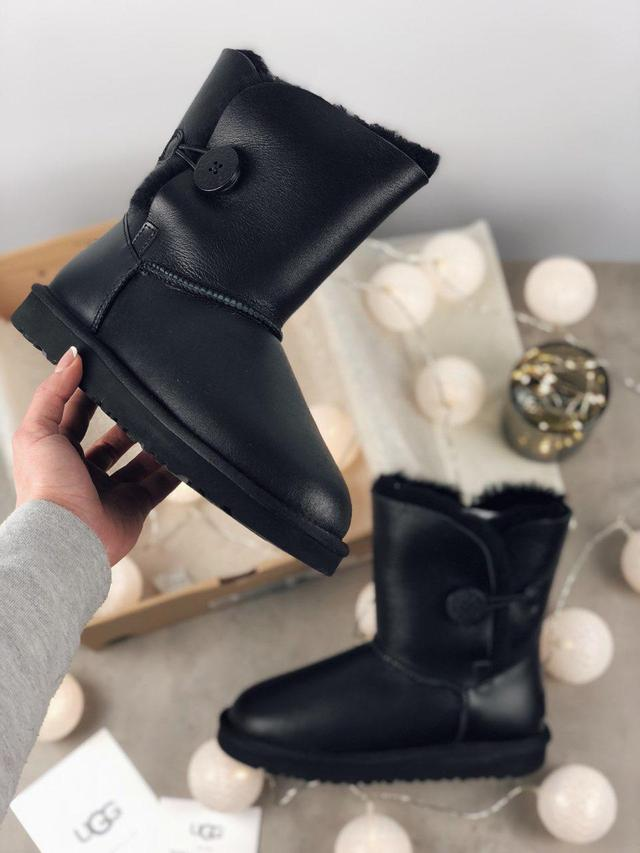 Ugg Bailey Button Black Leather фото