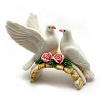 Пара красивых голубей, как символ любви и верности, фарфор(10х12х6)