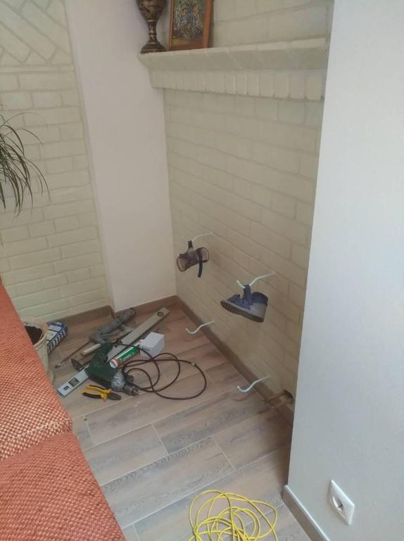 Принято решение подключать радиатор в одну точку. Все размеры известны, можно устанавливать крепления, пока радиаторы на покраске (поставляются только грунтованными).