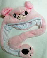 Шапка в виде свинки с двигающимися ушами