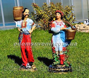 Садовая фигура подставка для цветов Козак и Украинка с коромыслом