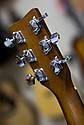 Гитара акустическая полноразмерная (4/4) Yamaha F310 (чехол, каподастр, медиатор, струна, ключ), фото 8
