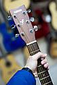 Гитара акустическая полноразмерная (4/4) Yamaha F310 (чехол, каподастр, медиатор, струна, ключ), фото 9