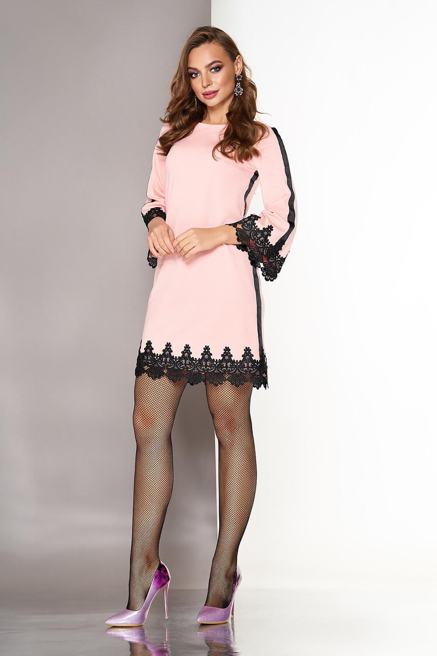 Короткое платье трапеция с кружевом нарядное персиковое
