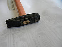 Молоток 0.5 кг с деревянной ручкой