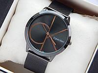 Кварцевые наручные часы Calvin Klein черного цвета, золотистый логотип, кольчужный браслет