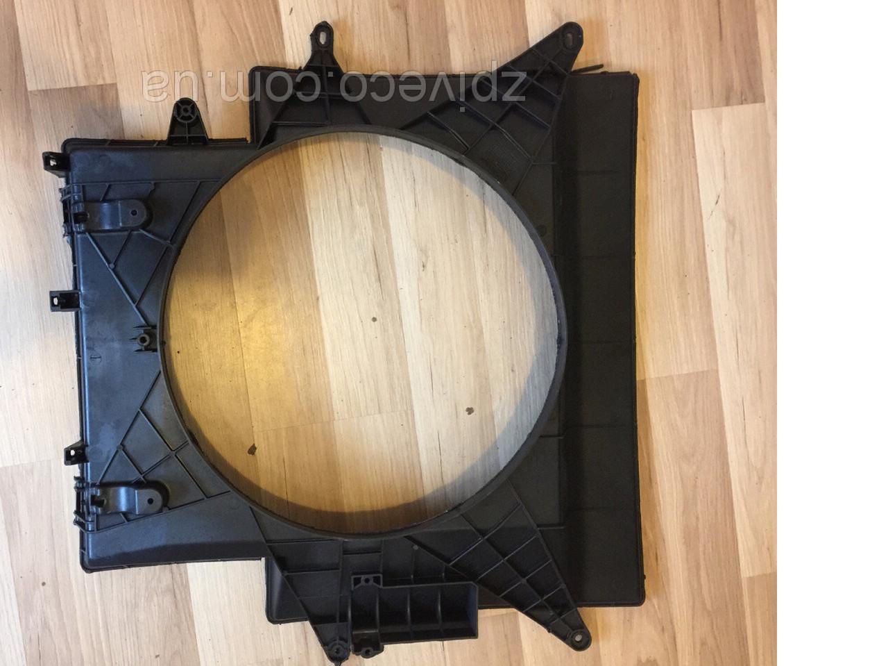 Диффузор радиатора задний Iveco Е3 504045486