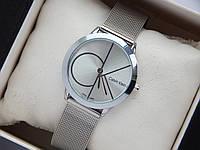 Кварцевые наручные часы Calvin Klein mini серебристого цвета на кольчужном браслете, большой логотип, фото 1