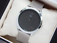 Кварцевые наручные часы Calvin Klein, серебристые, мелкая сетка на циферблате, кольчужный браслет