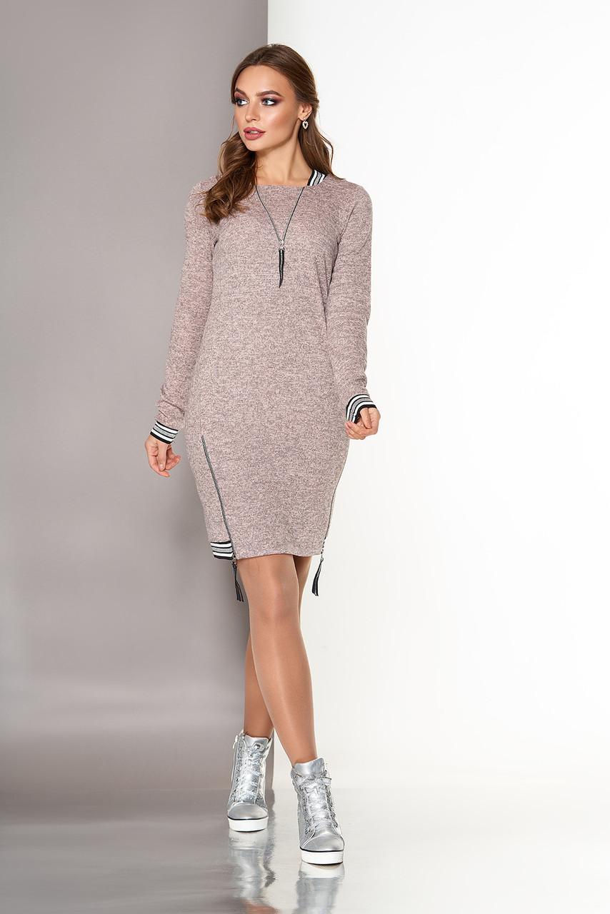 Платье спортивного стиля из ангоры персиковое