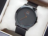 Кварцевые наручные часы Calvin Klein, черного цвета, мелкая сетка на циферблате, кольчужный браслет