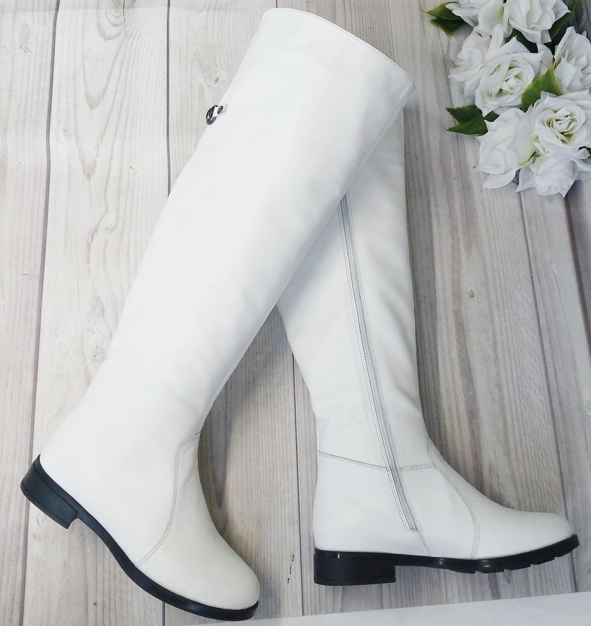 Белые кожаные женске ботфорты от производителя