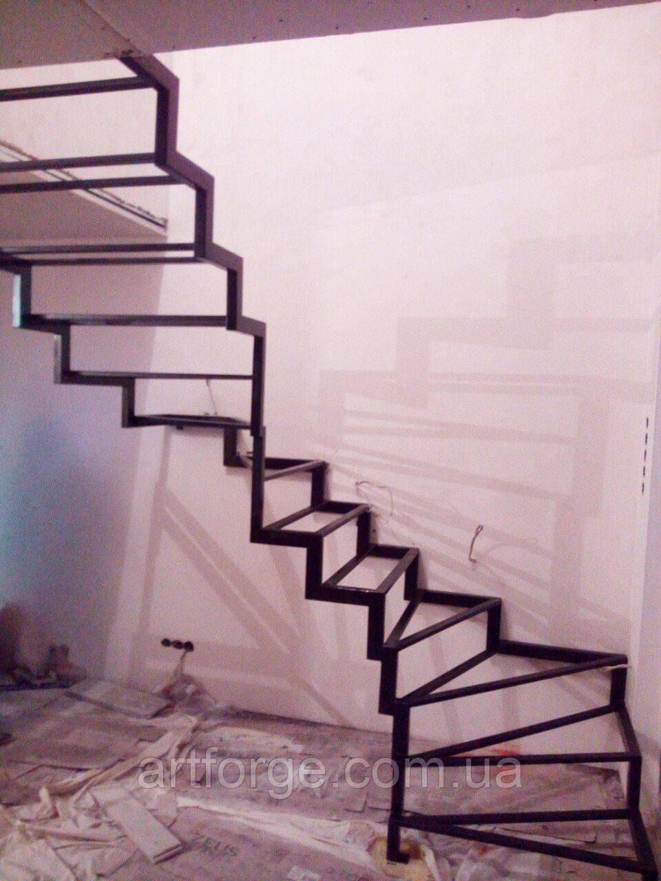 Каркас для открытой лестницы в квартиру