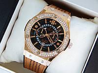 Кварцевые наручные часы Hublot geneve скелетоны,золото, коричневый ремешок, два ряда страз, дата