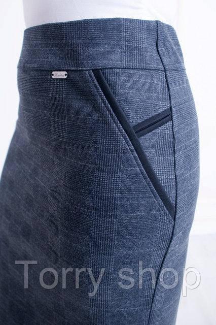 Женская трикотажная теплая юбка в серую клетку