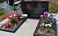Гранитный памятник 100х50х5, двойник с цветниками