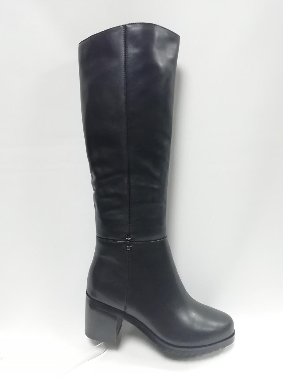 Черные кожаные зимние сапоги Berloni .