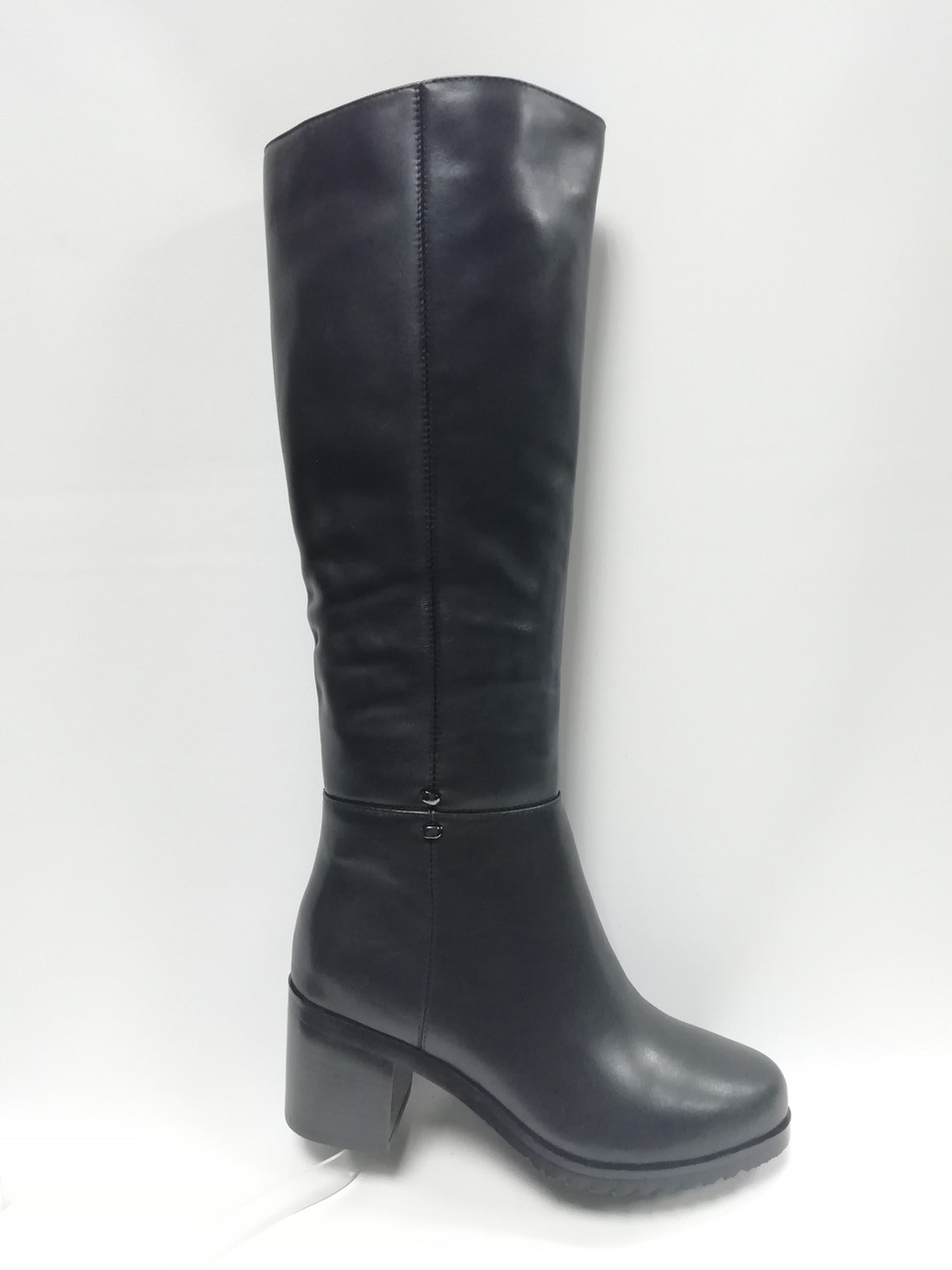 Чорні шкіряні зимові чоботи Berloni .