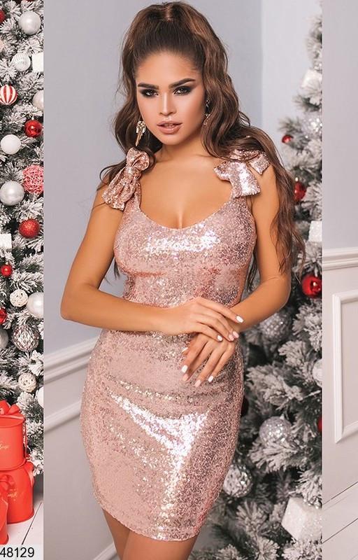Вечернее платье мини облегающее пайетки на бретелях пудрового цвета