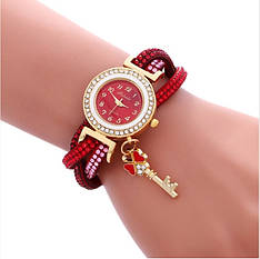 Женские наручные часы с ключиком