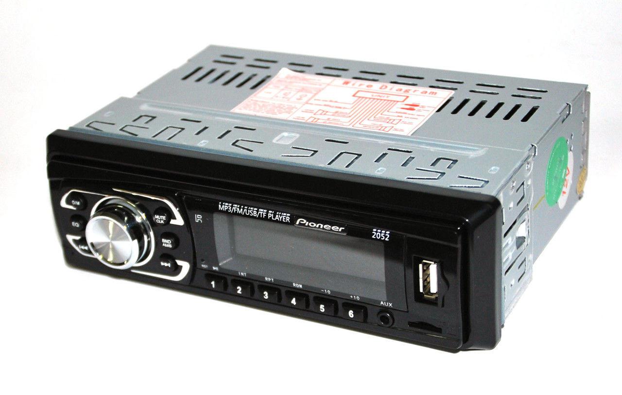Мультимедийная стильная Автомагнитола  2052 MP3, USB, AUX, FM магнитола без диска