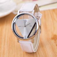 Часы скелетоны треугольник белые - яркие молодежные часы с неповторимым дизайном