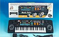 Детский синтезатор с микрофоном и 37 клавишами.