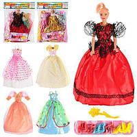Красивая кукла с нарядами