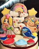 Детский муссовый радужный торт и гора пряничных топперов.