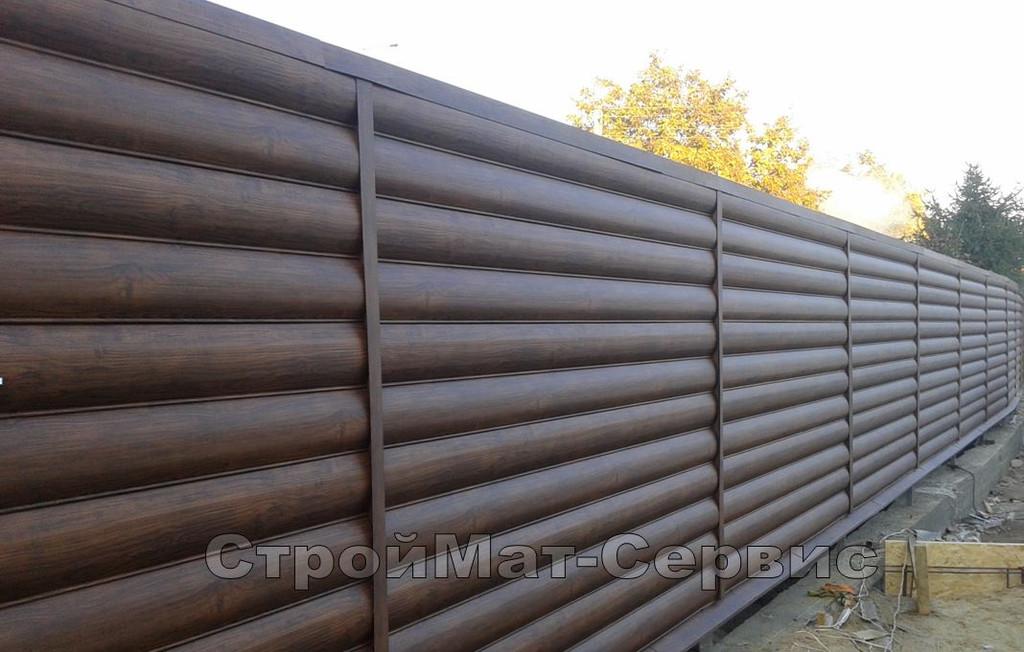 """На данном участке нами был установлен забор из металлического сайдинга """"блок-хаус"""", высотой 2,06м и пролетами 2,5м между """"псевдо-столбиками"""" в виде соединительных планок."""