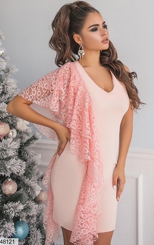 Красивое платье мини облегающее без рукав с кружевом персикового цвета