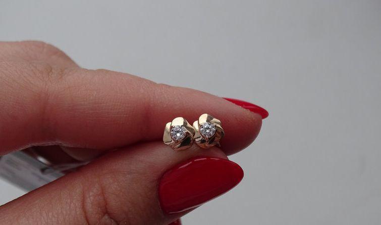 Золотые серьги - гвоздики (цветок)