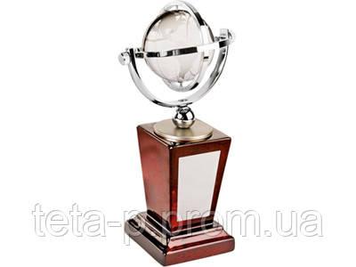 Награда «Глобус» на постаменте