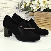 Черные замшевые женские туфли на невысоком каблуке, декорированы фурнитурой, фото 1