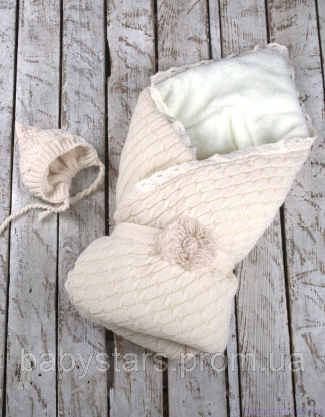 конверт с вязанной шапочкой на махре для малыша
