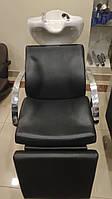 Парикмахерская кресло-мойка  с регулируемой подножкой и металлическими подлокотниками Е011