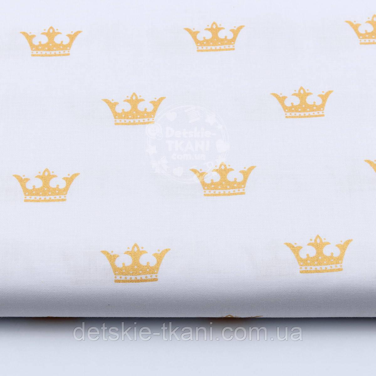 """Хлопковая ткань с глиттерным """"Золотые короны"""" на белом (№1652а)"""