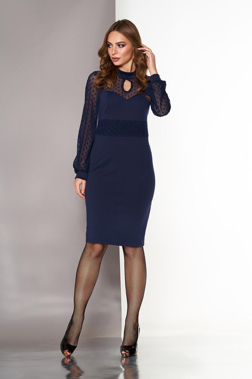 a0c864d4313ba47 Синее коктейльное приталенное платье по колено со вставкой и длинными  рукавами из сетки в горох