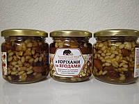 Орехи и ягоды в меду