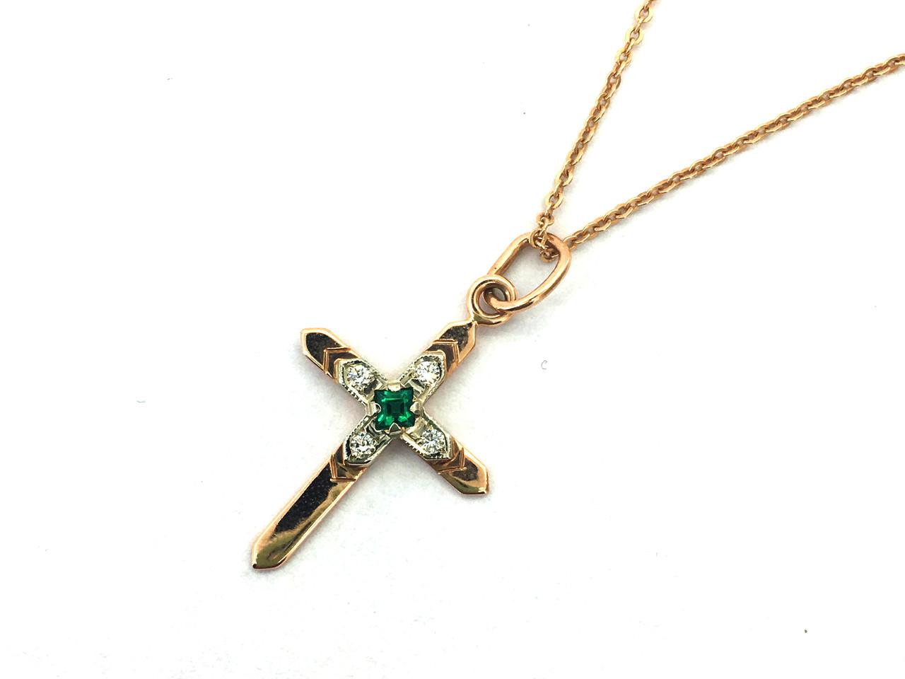 Золотой крестик женский с натуральным изумрудом